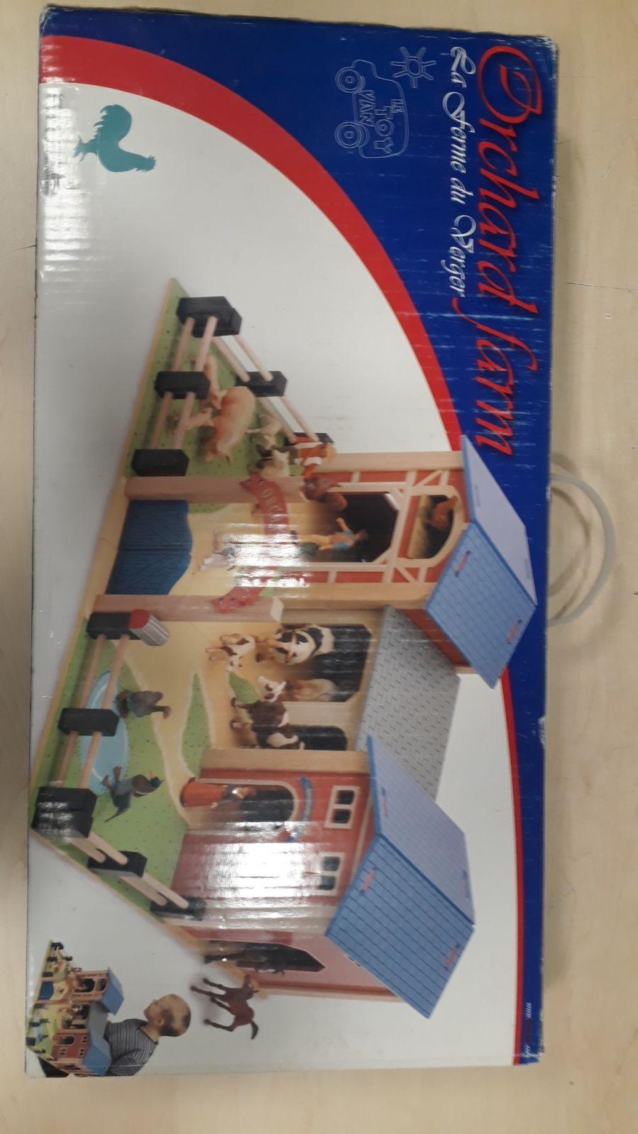 Le Toy Van Velká dřevěná farma TV418 - mírně poškozený obal