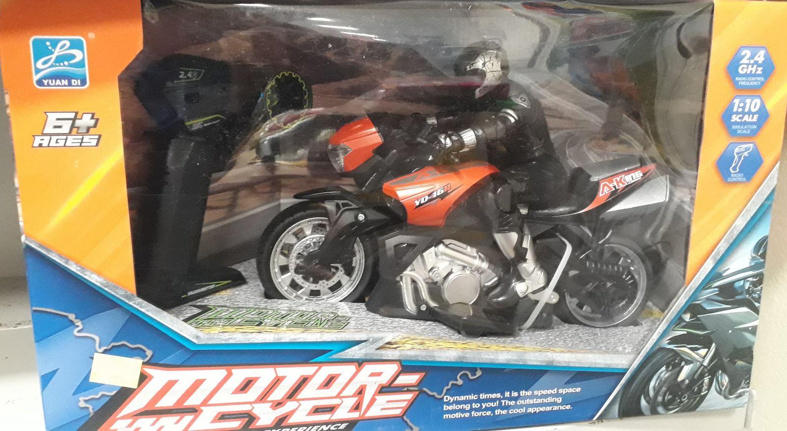 Mikro Trading R/C motorka s jezdcem na dálkové ovládání 26cm 1:10, na baterie 2.4GHz
